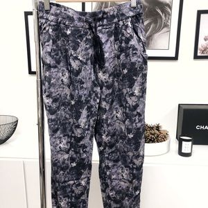 ARITZIA TALULA Printed Pants